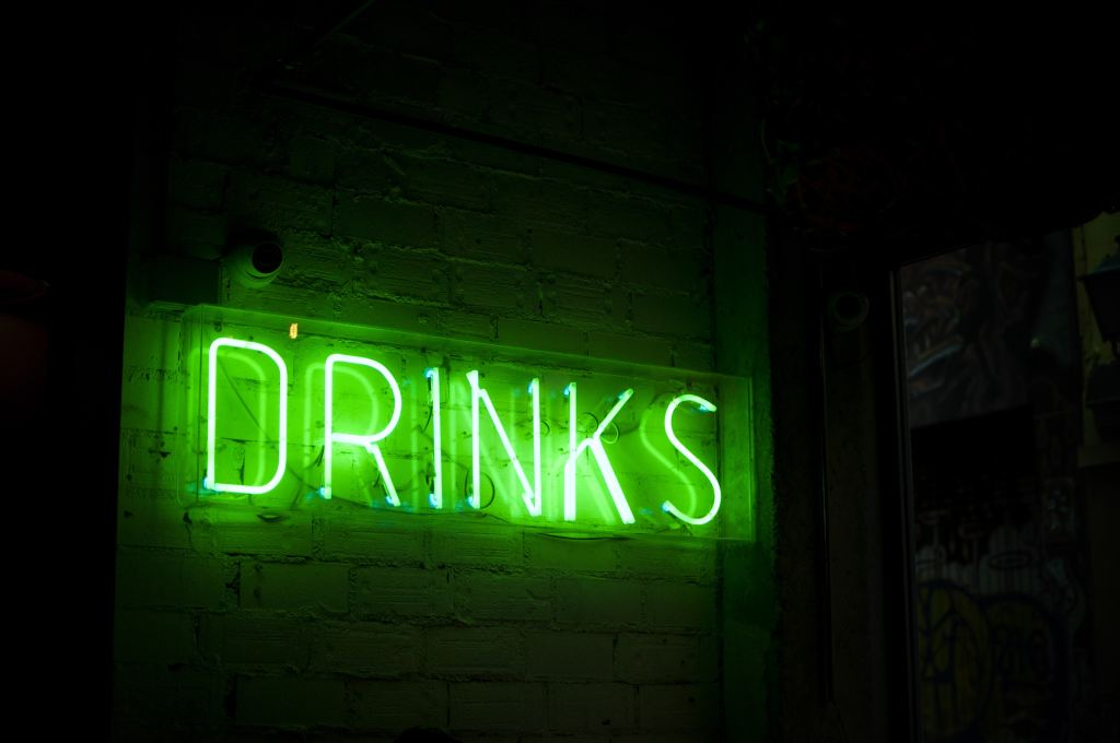 "green neon ""drinks"" sign"
